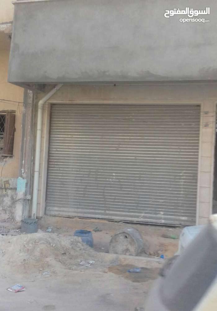 عمارة ب 4 طوابق بمنطقه فشلوم بالقرب من جامعه الحاضرة توجد بها محلات