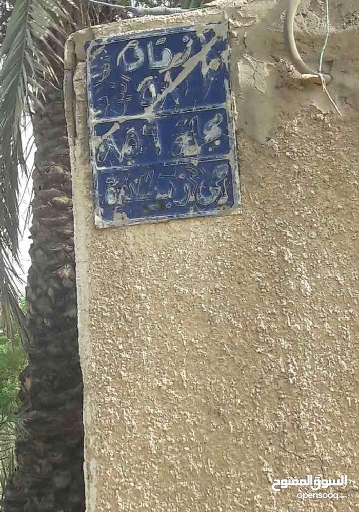 دار للبيع في منطقة ابو دشير في حي زبيده م 856 ز 58 يتكون من غرفتين واستقبال كبير