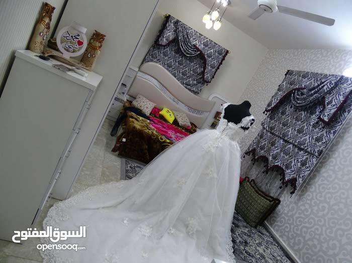 فستان زفاف للايجار او البيع شامل الاغراض