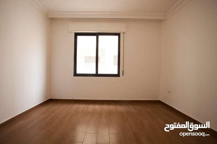 شقة 100 متر طابق أرضي في ضاحية الرشيد