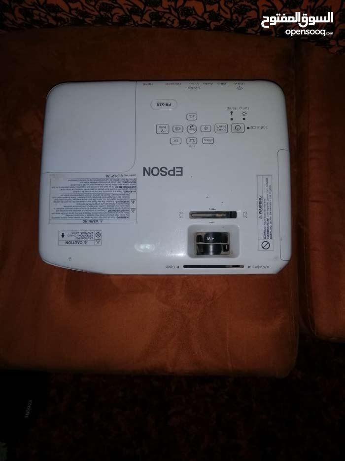 جهاز بروجيكتر مستخدم استخدام نظيف بحالة ممتازة للبيع السعر 100 ريال عماني.