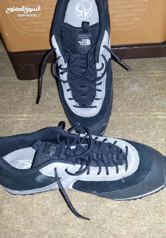 حذاء رياضي سبور جديد للبيع النمرة40