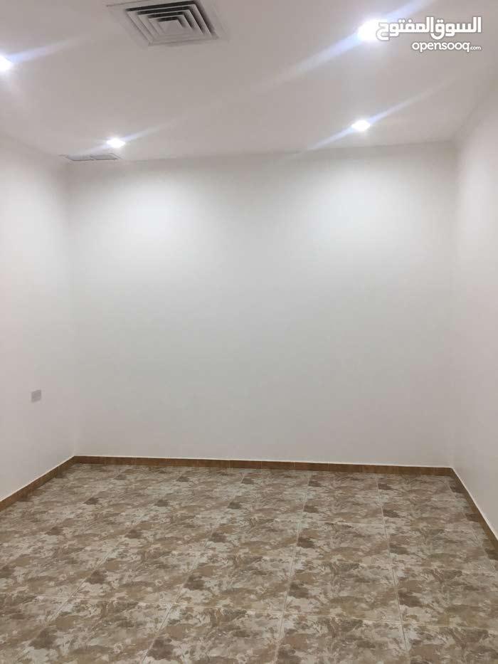 للايجار شقه صغيره في مبارك الكبير سرداب ملاصقة للمسجد وفرع الجمعيه