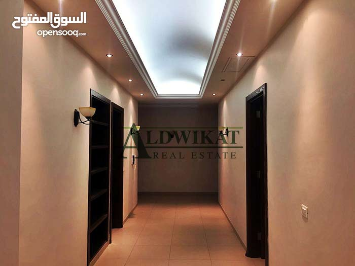 شقة شبه ارضية للايجار في اجمل مناطق الاردن (عبدون) , مساحة البناء 270م