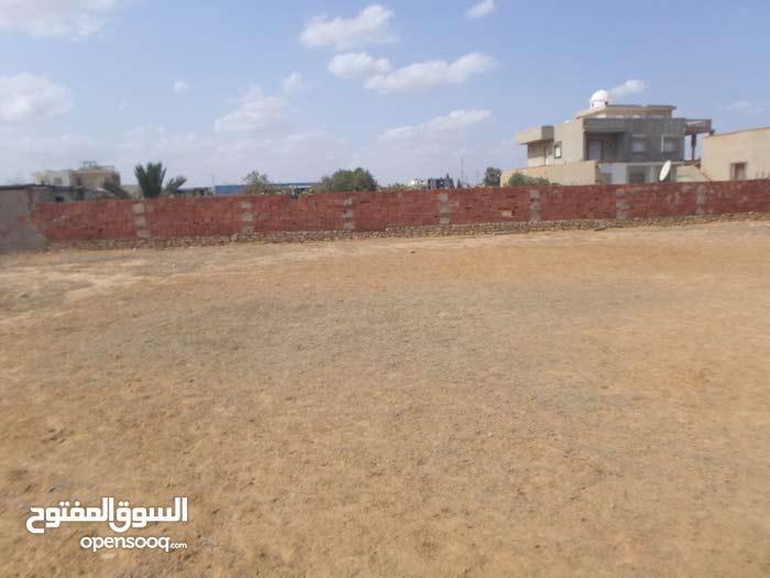 قطعة أرض سكنية بمنطقة فيلات مجهزة