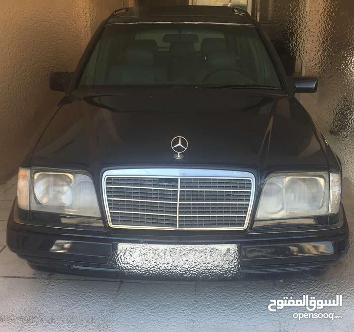 Mercedes Benz E 200 1995 For sale - Blue color