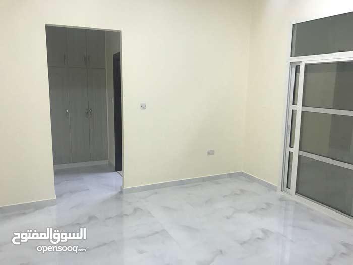غرفة وصالة او غرفتين وصالةاول ساكن وااسعين بالموجعي
