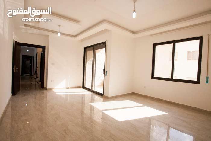 شقة 91 مميزة غرفيتن نوم وصالة في حي المنصور مطلة على شارع الأردن كما ويتوفر شقق اكبر