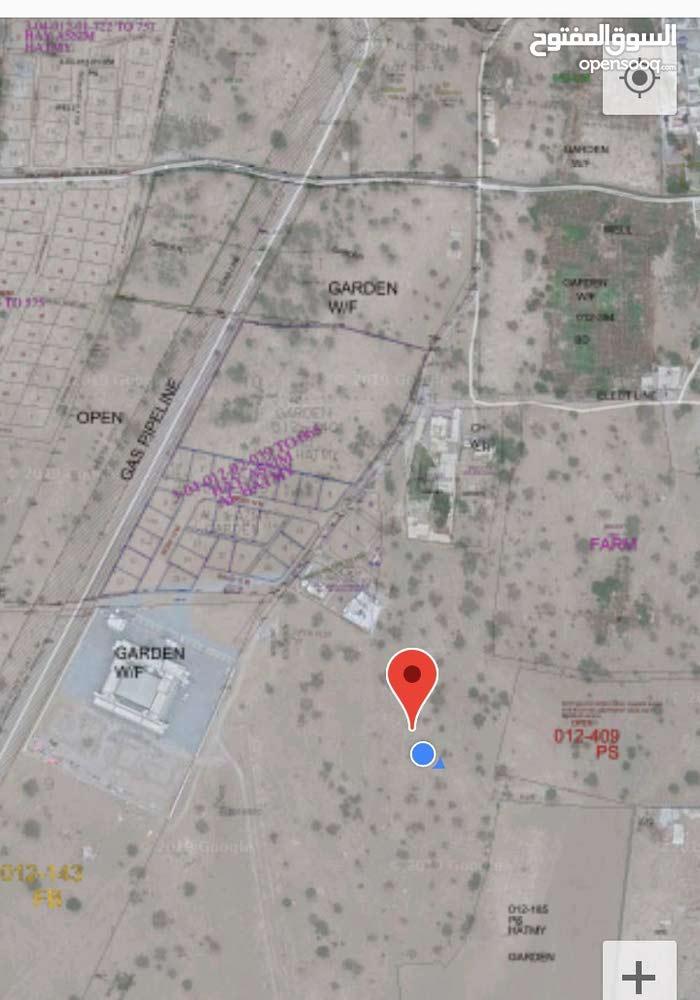للبيع أرض سكنية بركاء حي عاصم بجانب المدرسة الجديدة