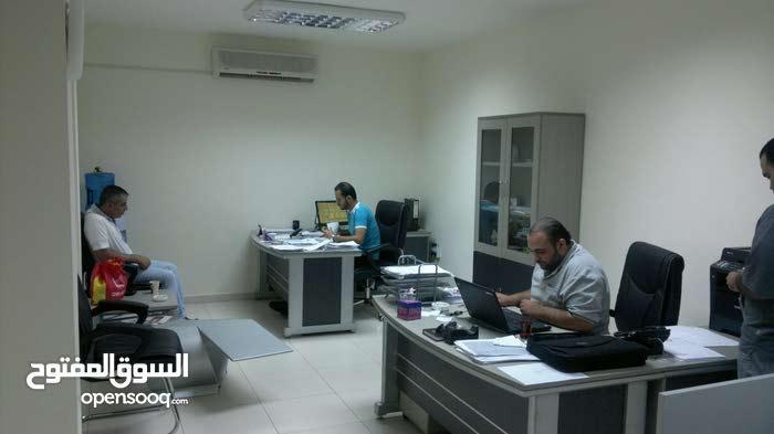مكتب للايجار قرب جمرك عمان موبايل 0795060333