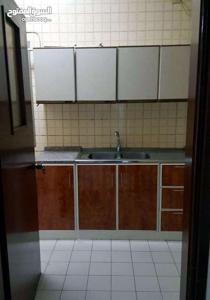 room for rent in Hamdan st 1500