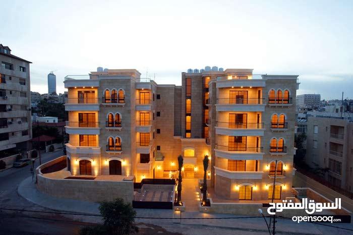 شقة طابق ثالث 330م  مع روف 170م بمنطقة الدوار الخامس