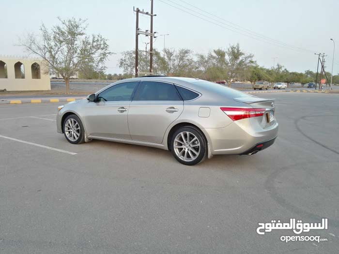 Toyota Avalon car for sale 2014 in Al Khaboura city