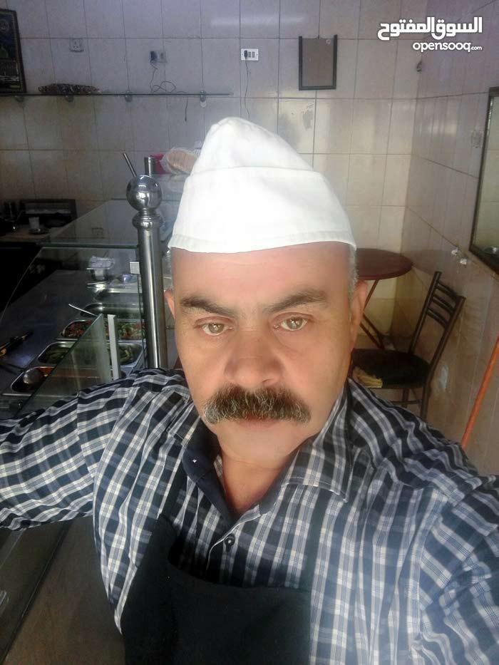 ابو صقر 55 عاما من ومقيم بالاردن