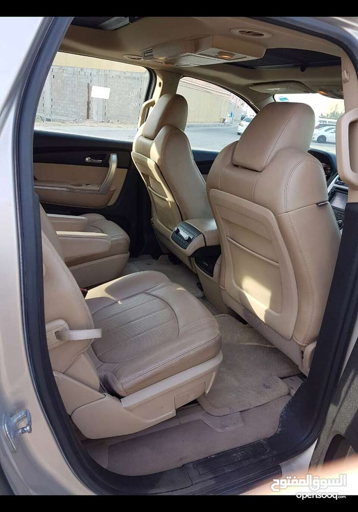 Used condition GMC Acadia 2011 with +200,000 km mileage