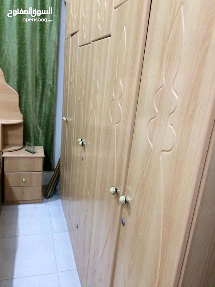 غرفة نوم مع المرتبة