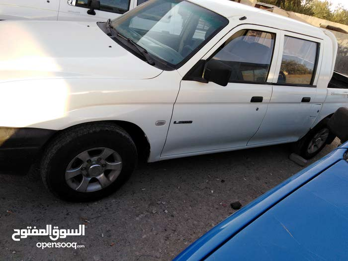 Manual White Mitsubishi 2002 for sale