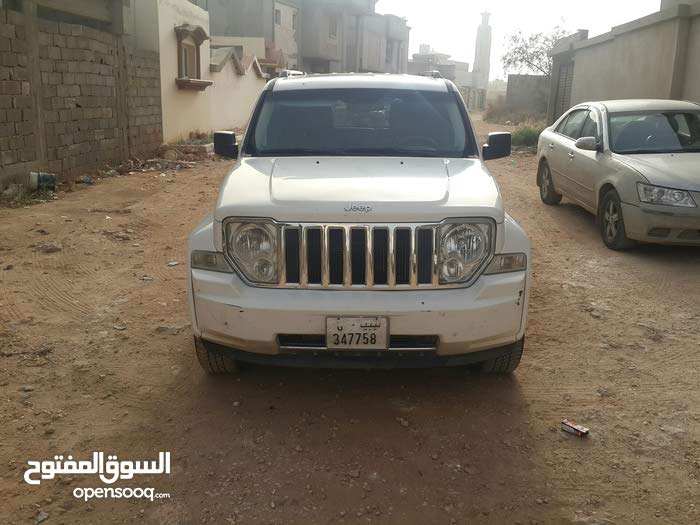 White Jeep Liberty 2010 for sale