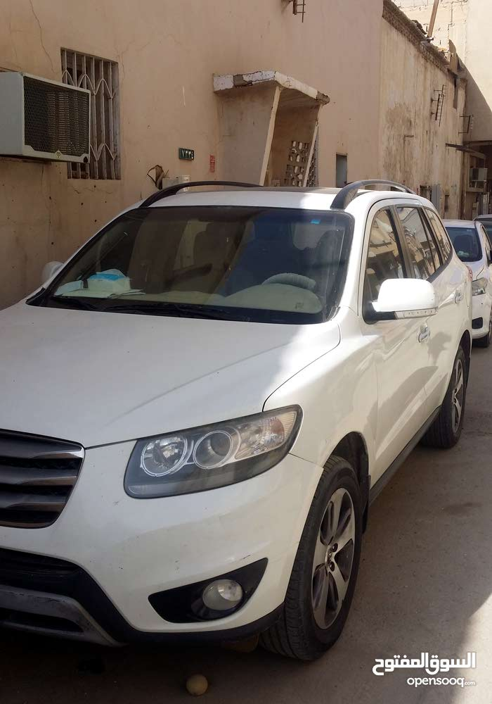 Hyundai Santa Fe 2012 For sale - White color