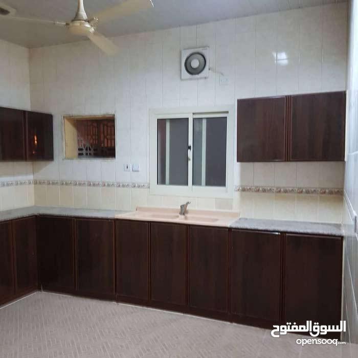 شقة واسعه للإيجار / مدينة حمد دوار 8 / شامل الكهرباء