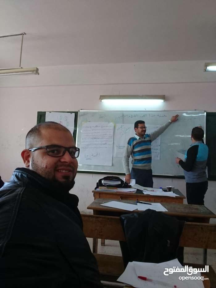 استاذ رياضيات لتدريس الرياضيات و الحاسوب لمرحلة التوجيهي او المراحل الجامعية