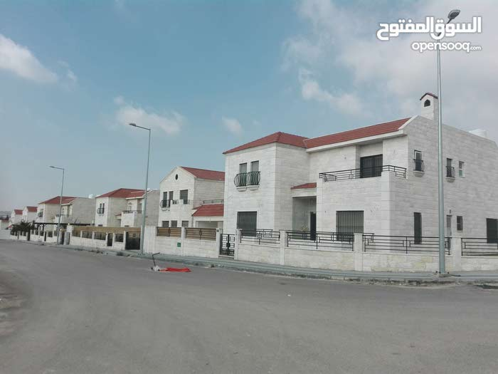 More Rooms Villa in city} for sale