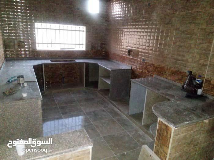 ابو عمر السوري  لتنفيذ وتسيير جميع اعمال البناء