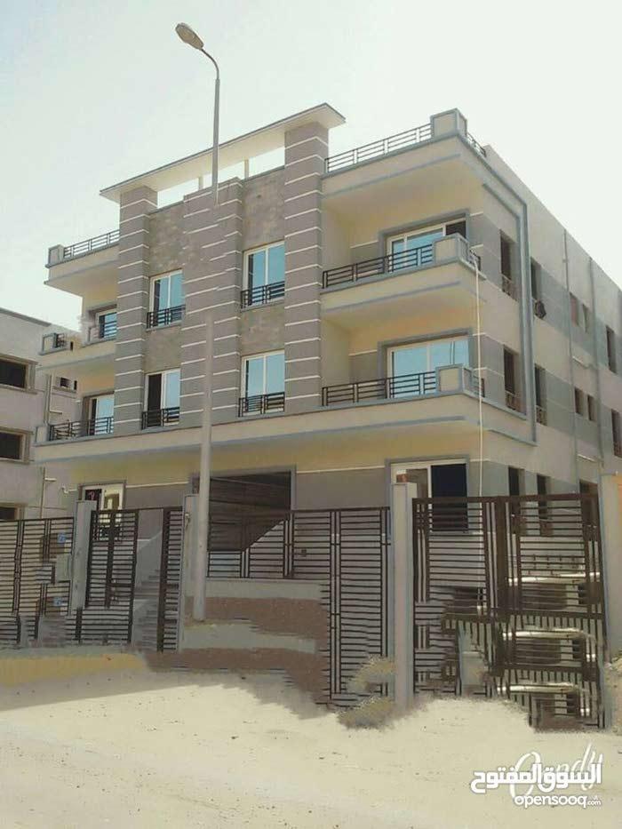 شقة 185م في قلب الحي الثامن بالشيخ زايد استلام فوري بالعداد