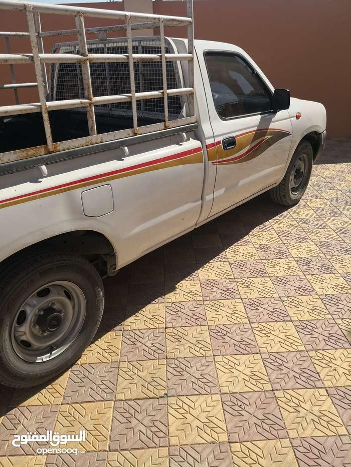 150,000 - 159,999 km Nissan Pickup 2011 for sale