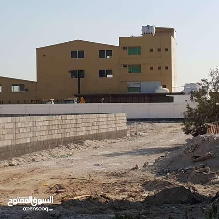 مبنى مصنع للبيع حجم الارض 2150