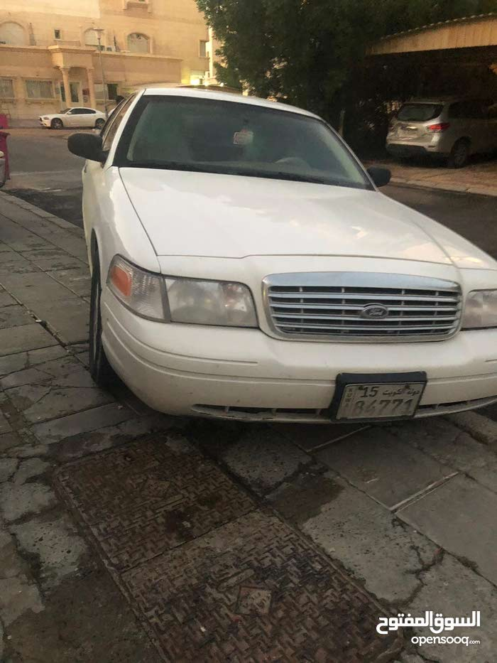Ford Crown Victoria 2011 For sale - White color