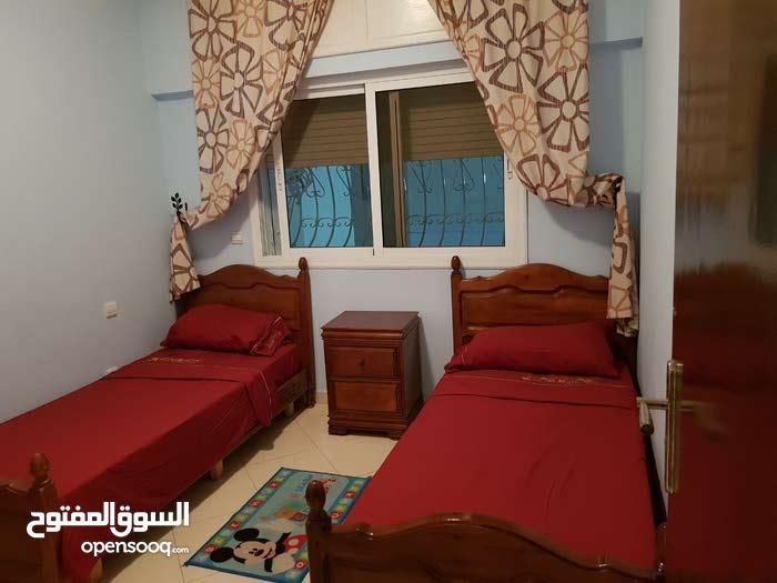 بيع شقة امام فندق سيزار 100متر قريبة الى البحر