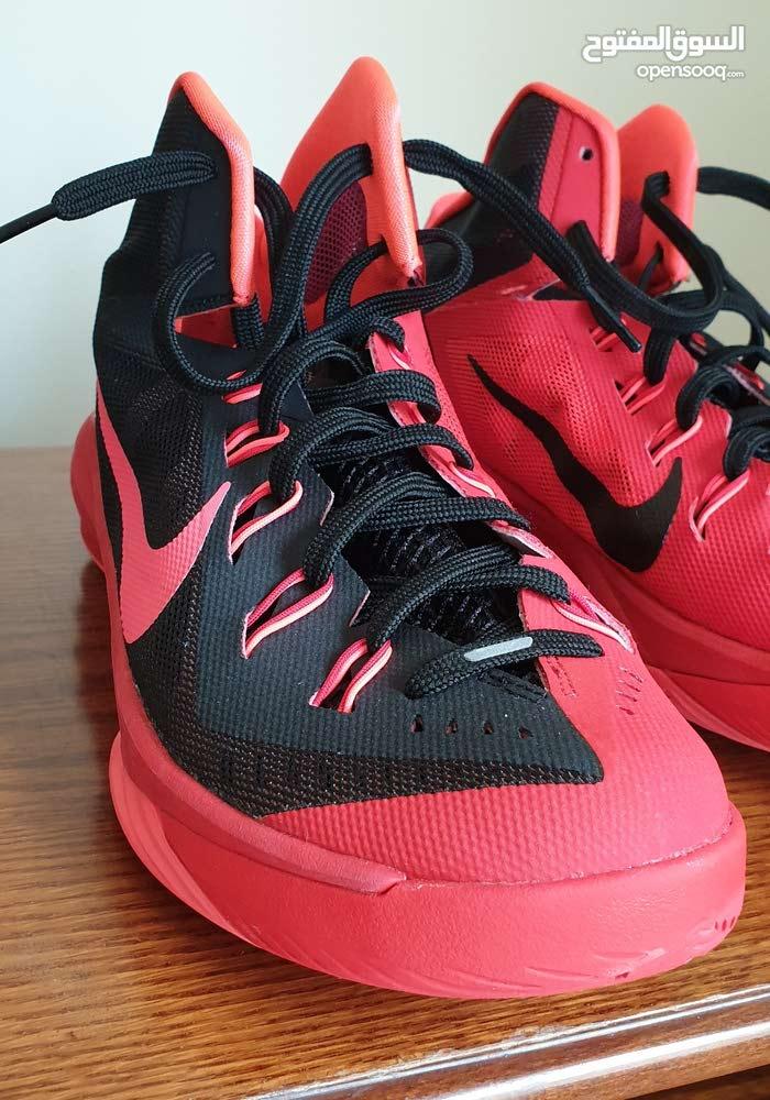 حذاء Nike احمر للبيع