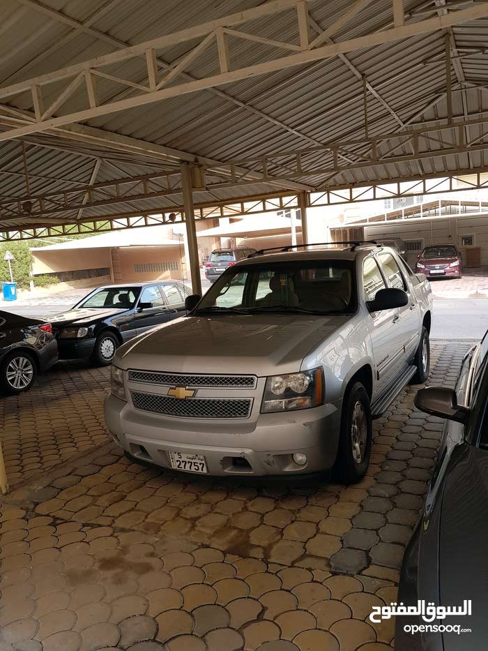Gasoline Fuel/Power   Chevrolet Avalanche 2011