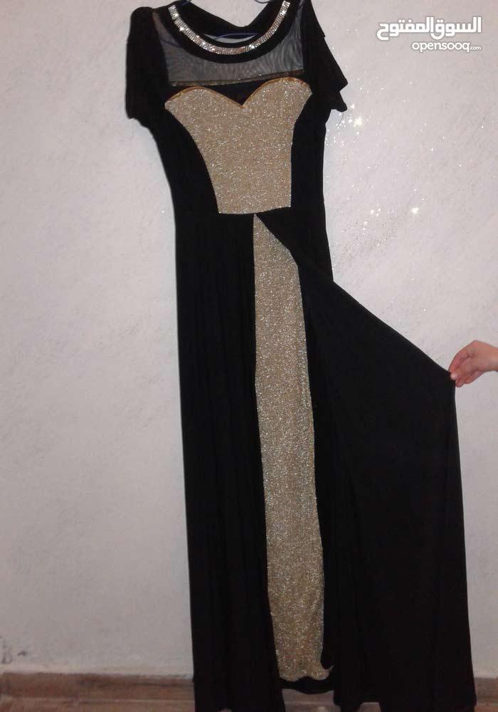 فستان مستعمل النمرة (XL ) بحالة جيدة جدا لم يلبس الا مرة ......السعر (15دينار)