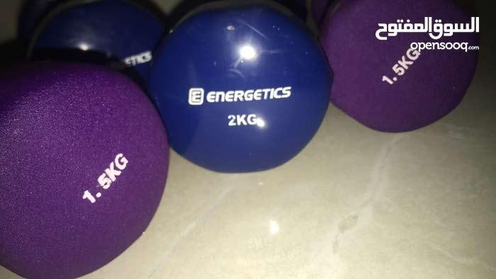 2 دمبل وزن 2KG.  واثنين دمبل وزن 1.5 KG وحامله أوزان تتحمل حتى 180 كيلو وسعر