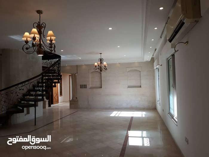 شقة طابقية مع روف فخمه في ارقى احياء  دير غبار  واطلاله خلابة من كافة الاتجاهات للبيع