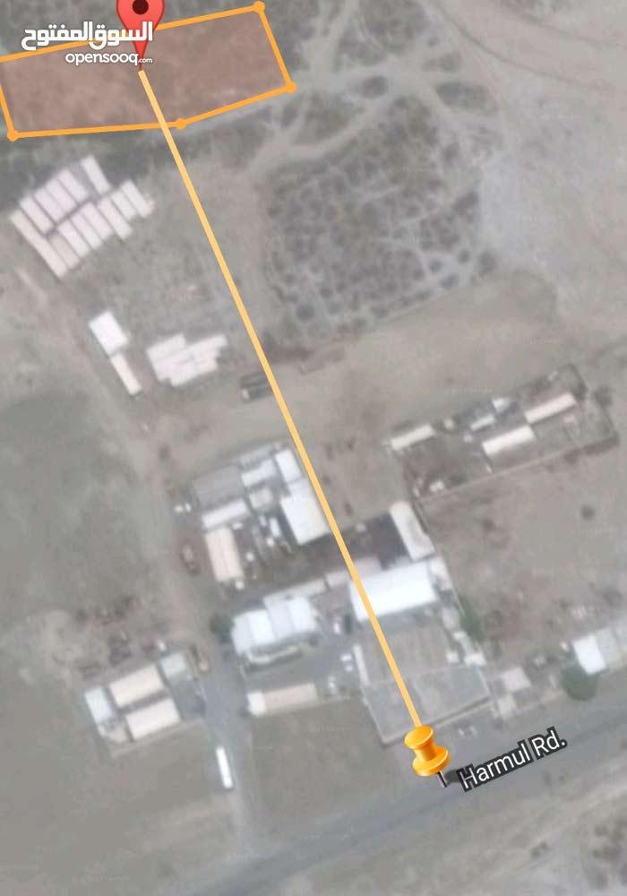 أرض زراعيه بها تصريح وزاري لسكن عمال او مخازن قريبه من ميناء صحار لإيجار96429994