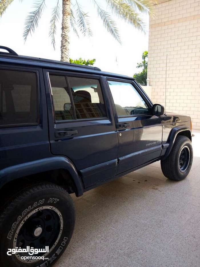 Jeep Cherokee car for sale 2000 in Muscat city