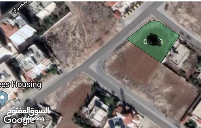 ارض 1057متر  في البنيات - قرب جامعة البتراء / تبعد عن طريق المطار600متر