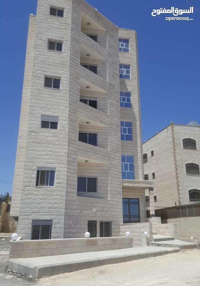 شقق طابقيه مميزة في اجمل مواقع حي عدن