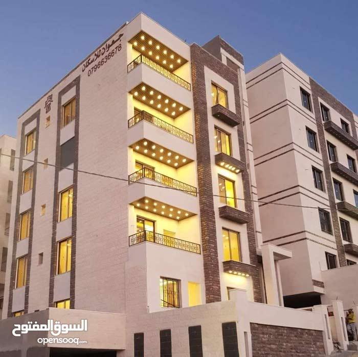 شقة بتشطيب فندقي عالي بأجمل مناطق شفا بدران ومن المالك مباشرة