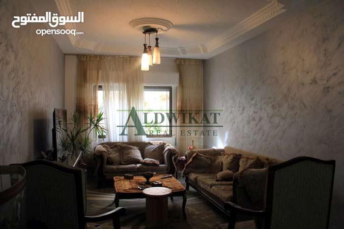 شقة ارضية للبيع في ضاحية الرشيد مساحة البناء 103 م مساحة الترس 100 م