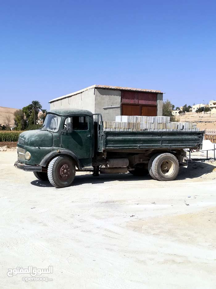 A Truck is available for sale in Zarqa