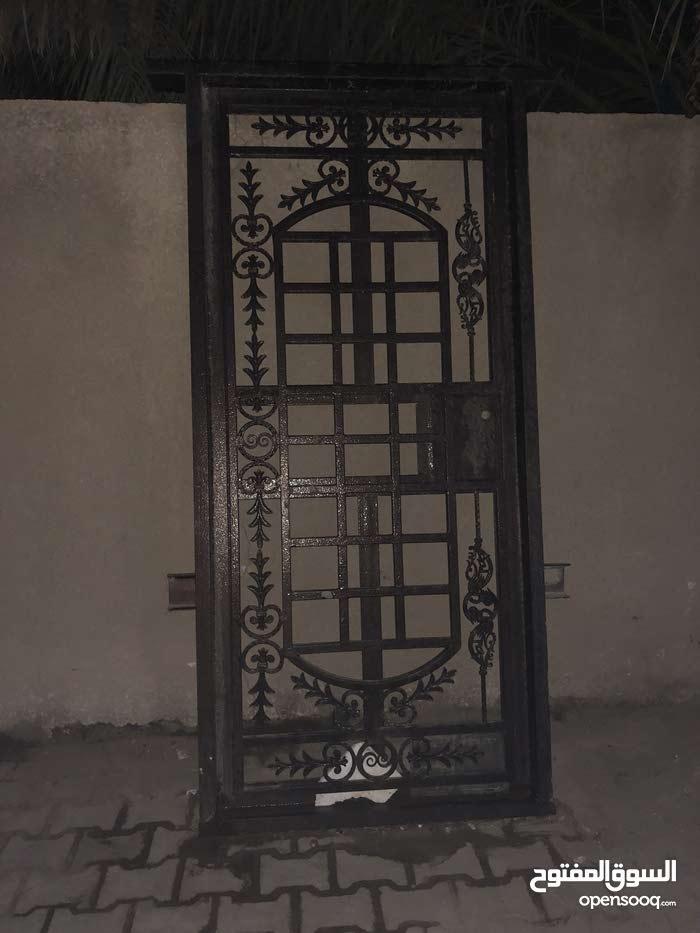 باب حديد مترين و عشره في متر للبيع فقط