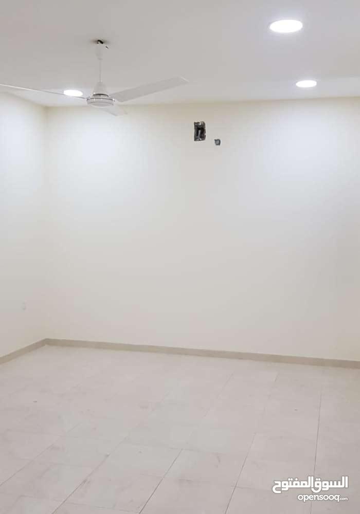للإيجار شقة راقية جديدة في ابو قوة قريب الهاي واي