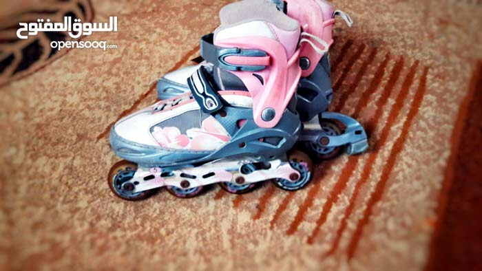 حذاء عجلات للبيع
