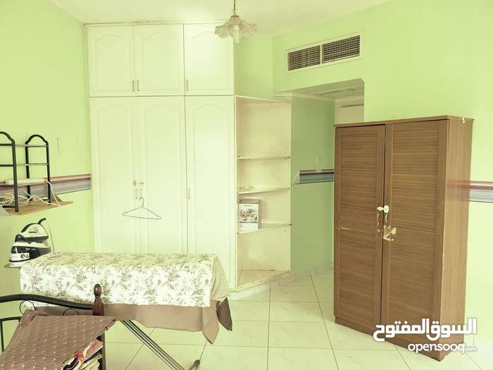 Spacious room close to Burjuman