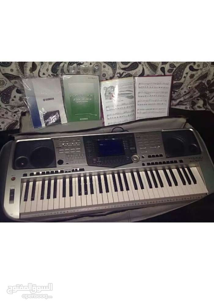 YAMAHA PSR-A1000 professional keyboard with 61 keys in very good condition