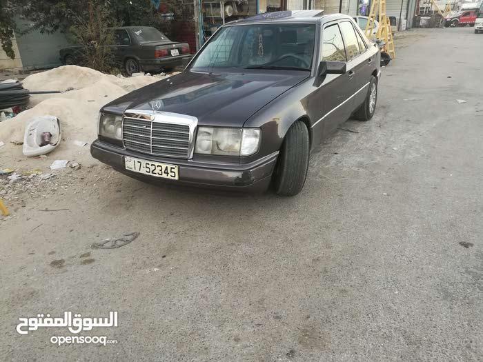 مرسيدس E200بطه  مديل1992 السياره صلاة النبي  ولا بدها اي اشي